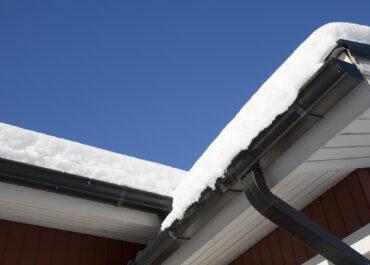 W jaki sposób monitoruje się obciążenie dachów śniegiem?